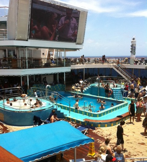 Pools and Hot tubs on Carnival Destiny