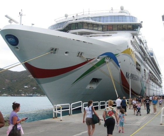 Norwegian Dawn docks in Tortola